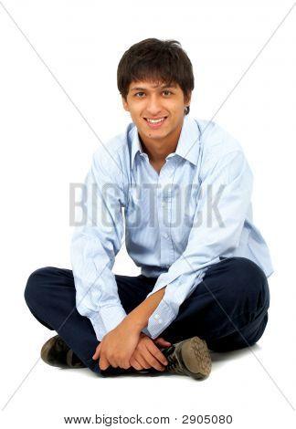 Hombre casual en el piso