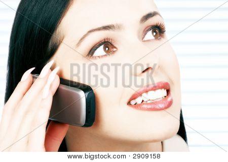 Frau mit cellular