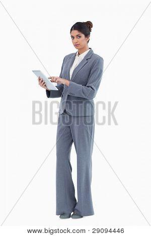 Verkäuferin Tabletts vor einem weißen Hintergrund