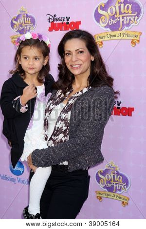 LOS ANGELES - NOV 10:  Luna Marie Katich, Constance Marie arrive at the