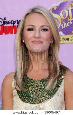 LOS ANGELES - NOV 10:  Brooke Anderson arrives at the