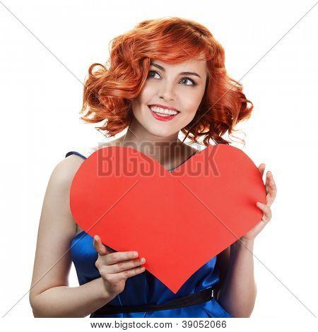 Dia dos Namorados. Mulher segurando cartaz de coração dia dos Namorados com espaço de cópia