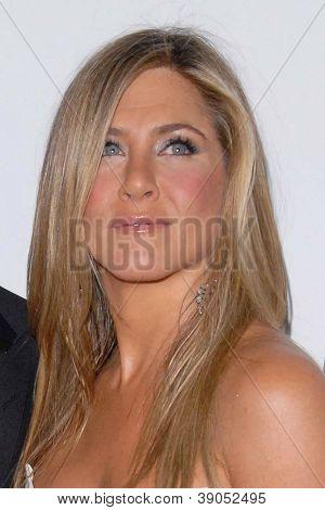 LOS ANGELES - NOV 15:  Jennifer Aniston arrives for the 26th American Cinematheque Award Honoring Ben Stiller at Beverly Hilton Hotel on November 15, 2012 in Beverly Hills, CA