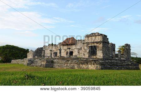 Antigas ruínas maias - Templo do Deus descendente