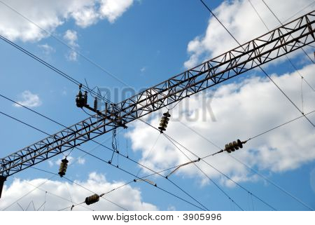 Linie von Stromversorgungen an der Bahn