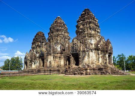 Phra Prang Sam Yot With Sky