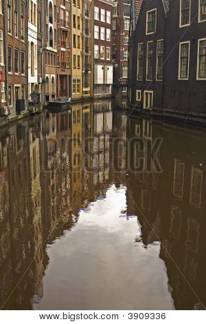 Canal Reflect