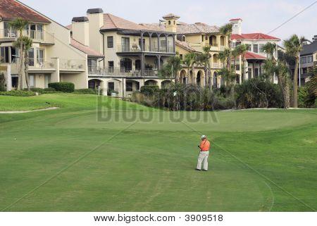 Golf Fairway mit Eigentumswohnungen