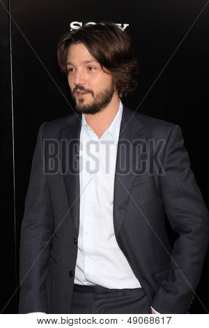 LOS ANGELES - AUG 7:  Diego Luna arrives at the