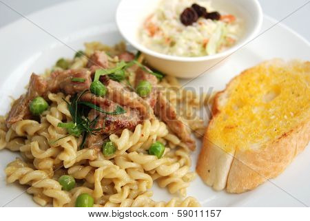 fusilli spicy  green curry sauce Thai fusion food