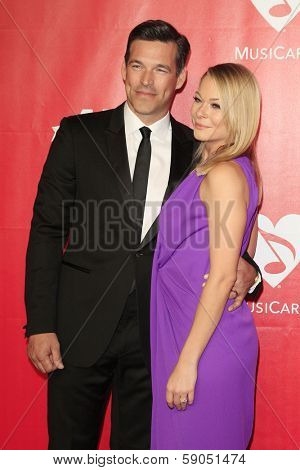 LOS ANGELES - JAN 24: Eddie Cibrian, Leann Rimes at the 2014 MusiCares Person Of The Year event at the Convention Center on January 24, 2014 in Los Angeles, CA
