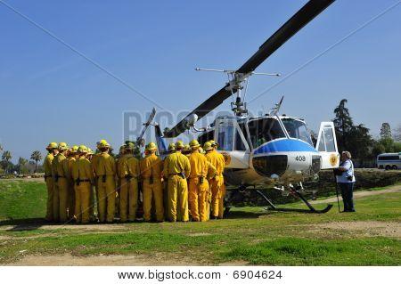 Feuerwehr-Rekruten, die Anweisung erhalten