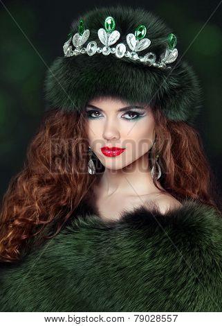 Beautiful Brunette Woman In Mink Fur Coat. Jewelry. Fashion Beauty Girl Model With Long Healthy Wavy