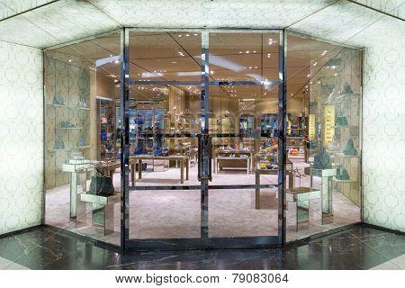 handbag retail fashion store and showcase.
