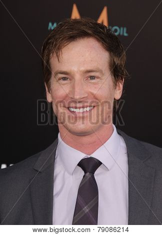 LOS ANGELES - MAY 14:  ROB HUEBEL arrives to the