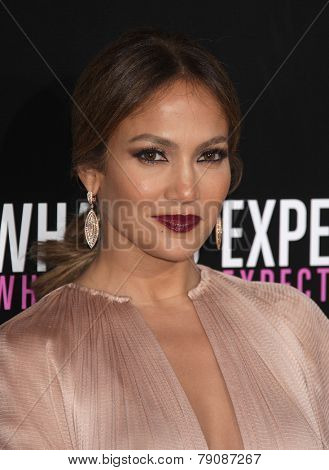 LOS ANGELES - MAY 14:  JENNIFER LOPEZ arrives to the