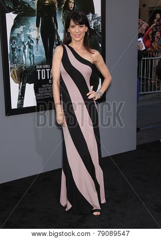 LOS ANGELES - AUG 01:  Perrey Reeves arrives to