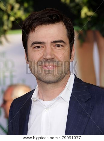 LOS ANGELES - AUG 06:  Ron Livingston arrives to