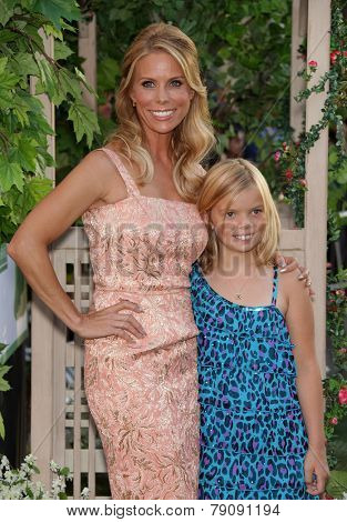 LOS ANGELES - AUG 06:  Cheryl Hines & daughter Catherine arrives to