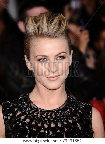 LOS ANGELES - NOV 11:  Julianne Hough arrives to the