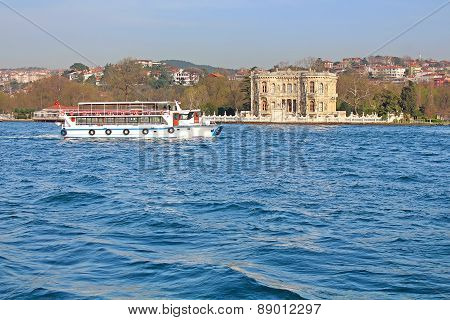 Kucuksu Kasri (sultans Mansion) And Touristic Boat In Instanbul, Turkey