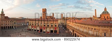 A panoramic view of main square - bologna