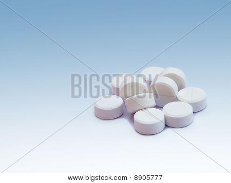 A lot of paracetamal or aspirin pill