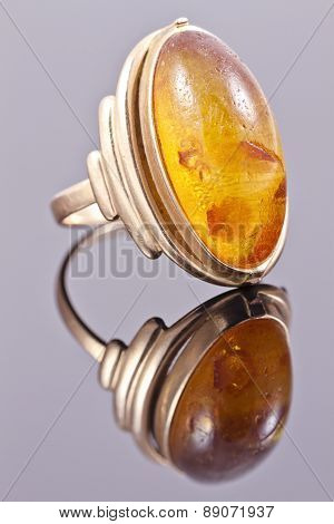 Old Gold Ring With Inset Amber