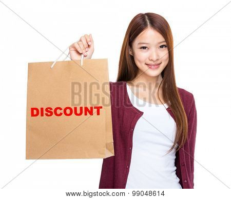 Woman hold with shopping bag and showing a word discount