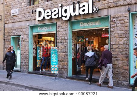 Desigual Clothes Store