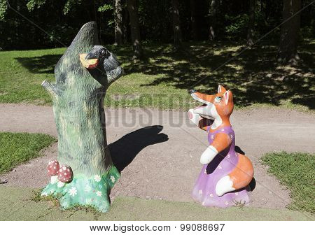SESTRORETSK, RUSSIA -  AUGUST 15, 2015: Photo of The Crow and the Fox. Sculpture in the Park