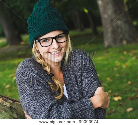 Blonde woman posing outdoor in autumn park