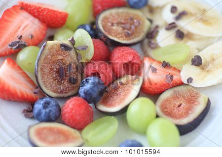 Fresh fruit plate with figs and berries