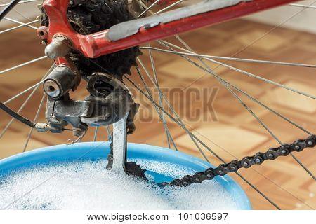 Washing Bicycle Chain