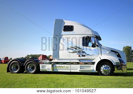 White Volvo VNL 64T 670 Truck Tractor On Display