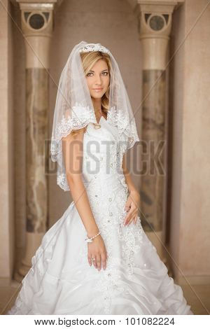 Beautiful Smiling Bride Woman In Wedding Dress And Bridal Veil Posing In Interior. Beauty Indoor Por