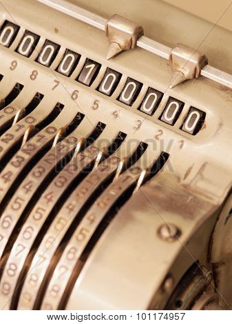 Many Zeros in the display of an old mechanical calculator