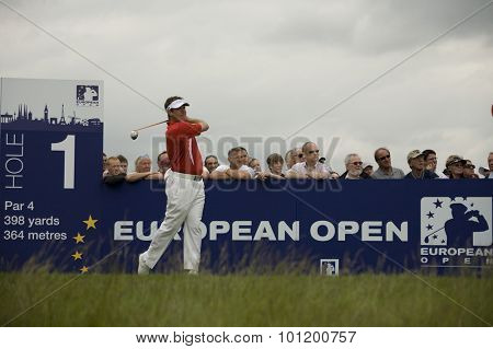 KENT ENGLAND, 27 MAY 2009. Lee WESTWOOD (GBR) teeing off on the first tee playing in the first round of the European Tour European Open golf tournament.