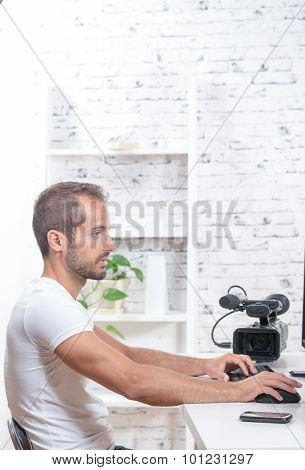 Tecnicien Video Editor With Movie Camera