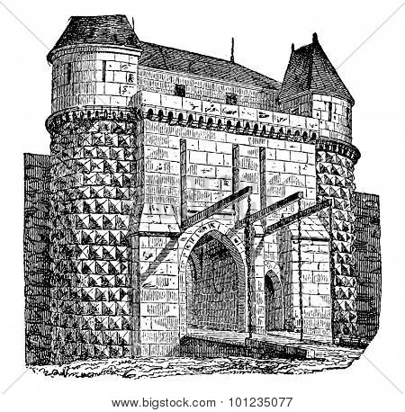 Fortified gate with drawbridges, vintage engraved illustration. Industrial encyclopedia E.-O. Lami - 1875.