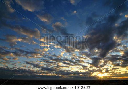 Temprano por la mañana salida del sol