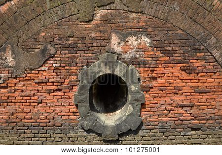 the hole of drains in ancient buildings