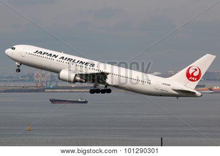 Japan Airlines Boeing 767-300 Airplane Tokyo Haneda Airport