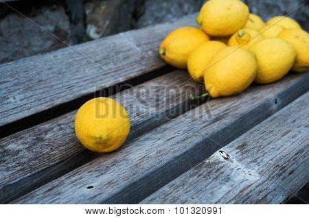 Fresh lemons on wooden bench
