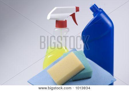 Garrafas e esponja