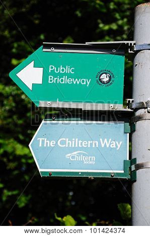 Chiltern Way and Bridleway signs.