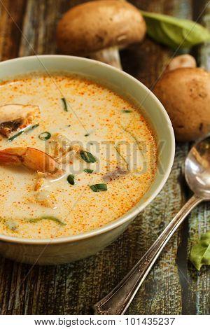Thai coconut soup in boul - Tom Kha Ghai