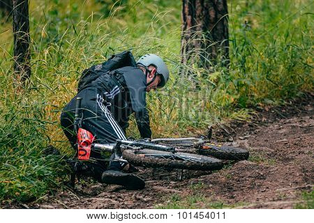 man cyclist fell off mountain bike