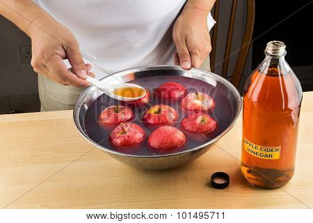 Apple Cider Vinegar Effective Natural Remedy To Remove Pesticides Residue From Fruits.
