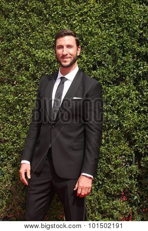 vLOS ANGELES - SEP 12:  Pablo Schreiber at the Primetime Creative Emmy Awards Arrivals at the Microsoft Theater on September 12, 2015 in Los Angeles, CA